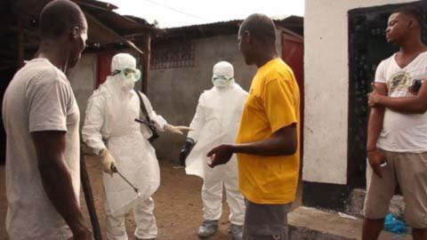 Thêm những hình ảnh chấn động từ tâm đại dịch Ebola 7
