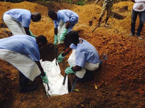 Thêm những hình ảnh chấn động từ tâm đại dịch Ebola 8