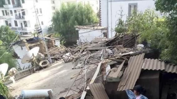 Chính quyền Vân Nam đã gửi 2.000 túp lều, 3.000 giường gấp, 3.000 chăn bông và 3.000 áo khoác cho các nạn nhân.