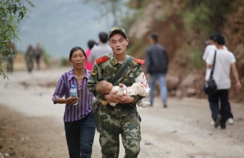 """Tân Hoa xã dẫn lời một quan chức địa phương ở thị trấn Longtoushan, nằm ngay tâm địa chấn, cho biết: """"Có quá nhiều căn nhà bị hư hại và chúng tôi đang cho thống kê số thương vong""""."""