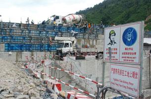 Thủy điện Sông Bung 4 ở huyện Nam Giang, Quảng Nam đang được nhà thầu của Trung Quốc thi công. Courtesy photo