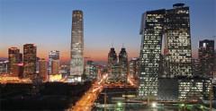 Khu phố tài chính ở Bắc Kinh. Đại học Bắc Kinh gần đây đã xuất bản một cuộc khảo sát cho thấy rằng mức lương khởi điểm trung bình cho các sinh viên mới ra trường năm 2014 chỉ là 2.400 tệ ($400), và 40% sinh viên phải dựa vào chu cấp từ cha mẹ, (Chinadaily)