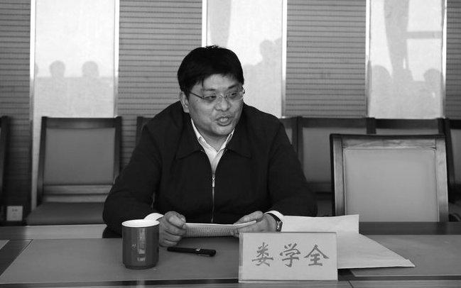 Lu Học Toàn , 50 tuổi, cựu Bí thư chi bộ quận Lục Hợp, thành phố Nam Kinh, đã treo cổ tự tử tại nhà riêng vào ngày 18 tháng 09 năm 2014, sau 3 tháng kể từ ngày bị sa thải vì tội nhận hối lộ (Screenshot/zx.njlh.gov.cn)