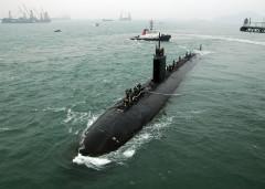 Tàu ngầm tấn công nhanh USS Hampton (C), loại Los Angeles đang đỗ thả neo bên cạnh tàu ngầm USS Frank Cable (L) trong chuyến đi đến Hongkong vào ngày 17/05/2011. Trung quốc đang nghiên cứu và triển khai các hệ thống để chống lại các tàu ngầm Mỹ (ảnh:internet)