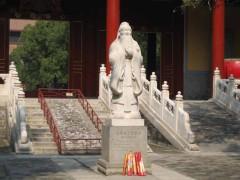 Tượng Khổng Tử ở Bắc Kinh. Ngày 10 tháng 9 hàng năm là ngày nhà giáo Trung Quốc.