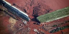 Hungary đã từng gặp tai nạn vỡ đê hồ chứa bùn đỏ vào năm 2010.Reuters