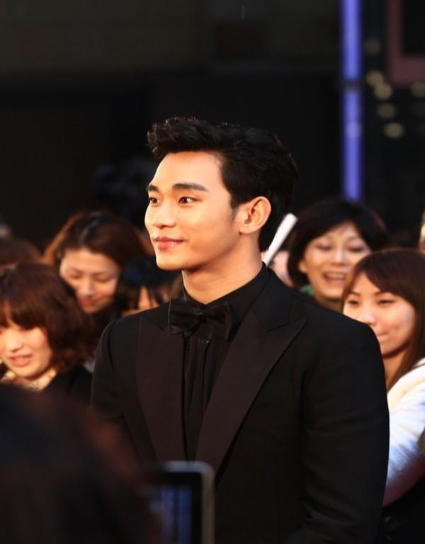 Kim Soo Hyun được vinh danh là diễn viên xuất sắc nhất châu Á tại LHP Tokyo 1