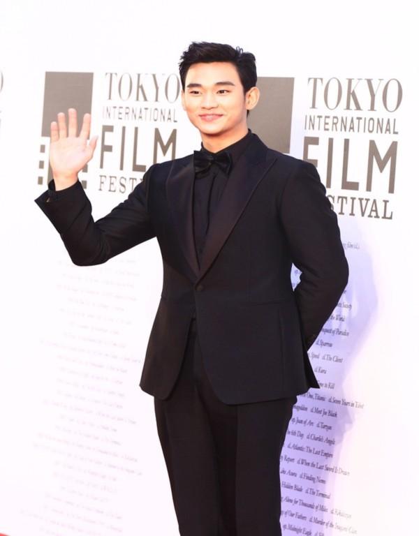 Kim Soo Hyun được vinh danh là diễn viên xuất sắc nhất châu Á tại LHP Tokyo 4
