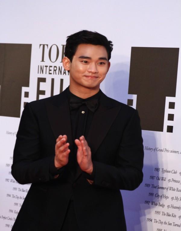 Kim Soo Hyun được vinh danh là diễn viên xuất sắc nhất châu Á tại LHP Tokyo 6