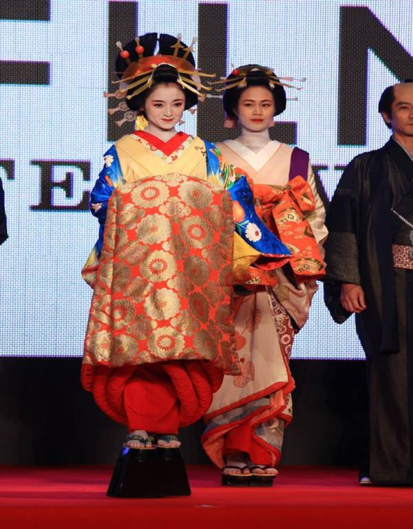 Kim Soo Hyun được vinh danh là diễn viên xuất sắc nhất châu Á tại LHP Tokyo 10