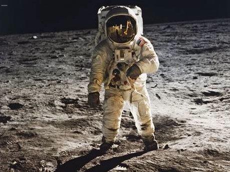 Phi hành gia tàu vũ trụ Apollo Buzz Aldrin trên mặt trăng (Nguồn ảnh: NASA)