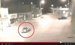 Một đoạn phim cho thấy, tại một con phố nhỏ ở North Dakota Mỹ bỗng xuất hiện một ánh sáng chói lòa, sau đó một chiếc xe đang di chuyển đã biến mất, một số người đã đặt câu hỏi liệu có phải chiếc xe bị đánh cắp bởi người ngoài hành tinh không? (hình chụp từ mạng)