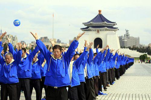 2014-11-8-minghui-falun-gong-taibeihuodong-04--ss