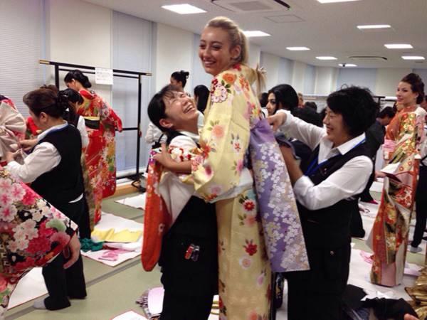Đặng Thu Thảo xinh đẹp với Kimono tại Miss International 11