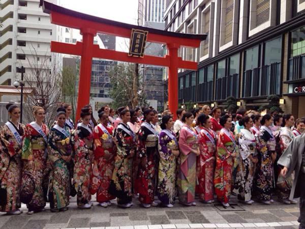 Đặng Thu Thảo xinh đẹp với Kimono tại Miss International 16
