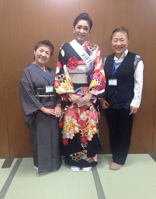 Đặng Thu Thảo xinh đẹp với Kimono tại Miss International 6