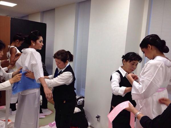 Đặng Thu Thảo xinh đẹp với Kimono tại Miss International 8