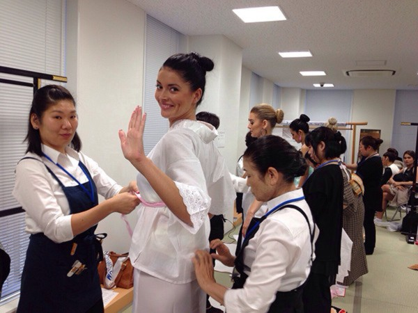 Đặng Thu Thảo xinh đẹp với Kimono tại Miss International 9