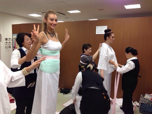 Đặng Thu Thảo xinh đẹp với Kimono tại Miss International 10