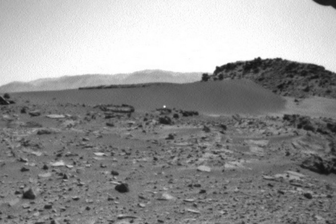 Ảnh được chụp trên sao Hỏa bởi tàu Curiosity (Nguồn: Marsmobile.jpl.nasa.gov)