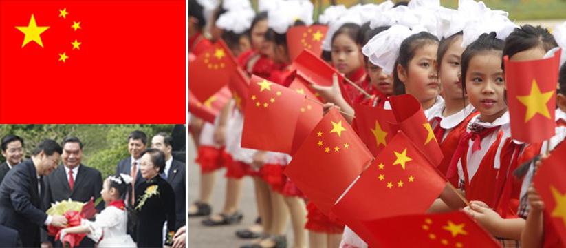 Các em bé Việt Nam đón chào Phó Chủ tịch Trung Quốc Tập Cận Bình tại Hà Nội hôm 21/12/2011.