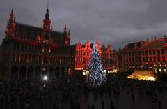 Không khí Giáng Sinh tràn ngập ở Quảng trường Lớn của Brussels, Bỉ.