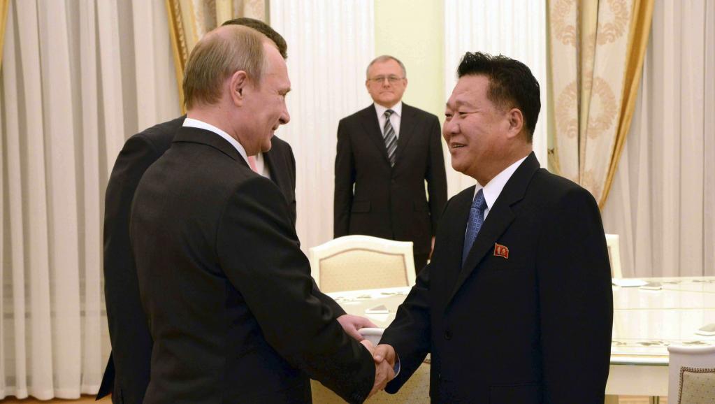 Tổng thống Putin tiếp Ngoại trưởng BTT Choe Ryong Hae tại Nga 18/11/2014 - REUTERS /KCNA