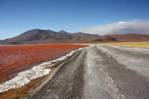 Ấn tượng hồ nước đỏ có một không hai thế giới - 10