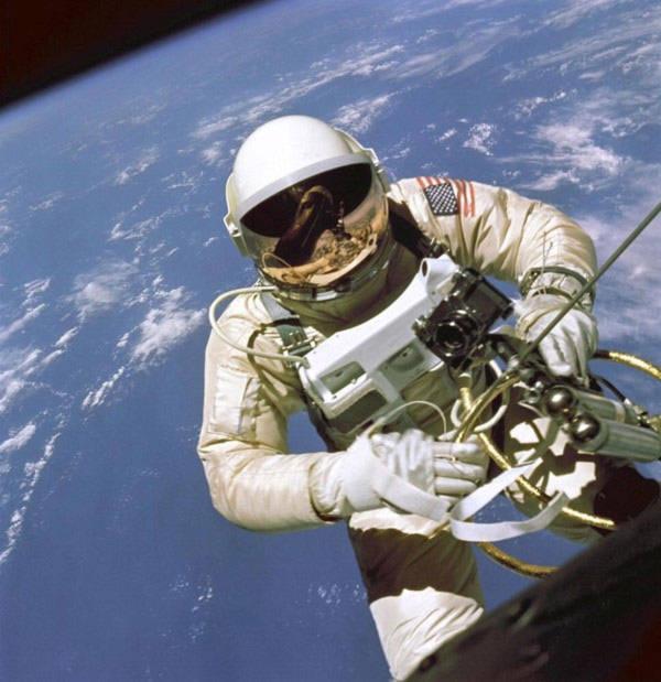 Những lý do khó tin khiến con người tử vong ngoài vũ trụ