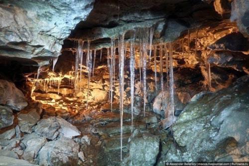 """Những viên """"kim cương"""" khổng lồ trong hang động ở Nga - 2"""