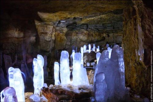 """Những viên """"kim cương"""" khổng lồ trong hang động ở Nga - 5"""