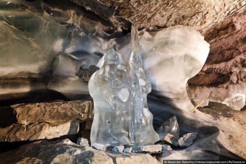 """Những viên """"kim cương"""" khổng lồ trong hang động ở Nga - 10"""