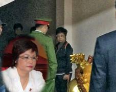 ĐBQH Châu Thị Thu Nga đại diện cho đơn vị Hà Nội, bị công an bắt giam tối thứ Tư 7/1/2015, với 2 tội lừa gạt và chiếm đoạt tài sản. Blog Maithanhhaivn