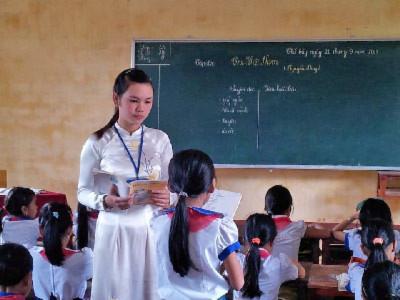 Hình ảnh cô giáo tiểu học (ảnh minh họa/hiephoabacgiang.edu.vn)