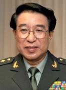 Ông Từ Tài Hậu tại buổi thảo luận về an ninh tại Lầu Năm Góc tháng 10 năm 2009.Theo Nhật báo Phương Đông, ông Từ đã cố gắng chuyển 10 tỷ  NDT trong khối tài sản của mình đến Hồng Kông.(ảnh:wikimedia)