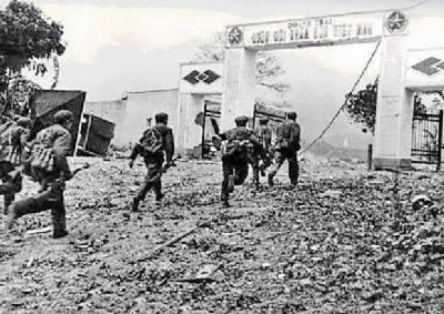 Doanh trại CSVN bị lính Trung Cộng chiếm năm 1979