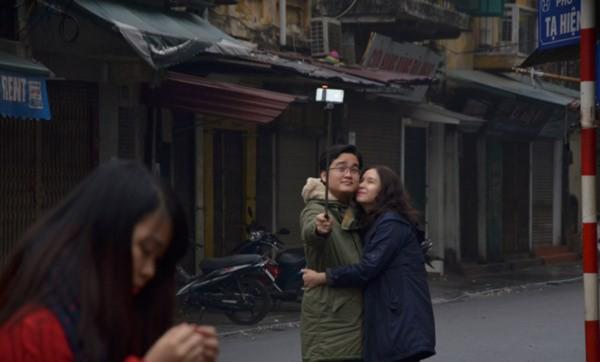 Hà Nội: Phố phường vắng lặng ngày mùng 1 Tết - Ảnh 6