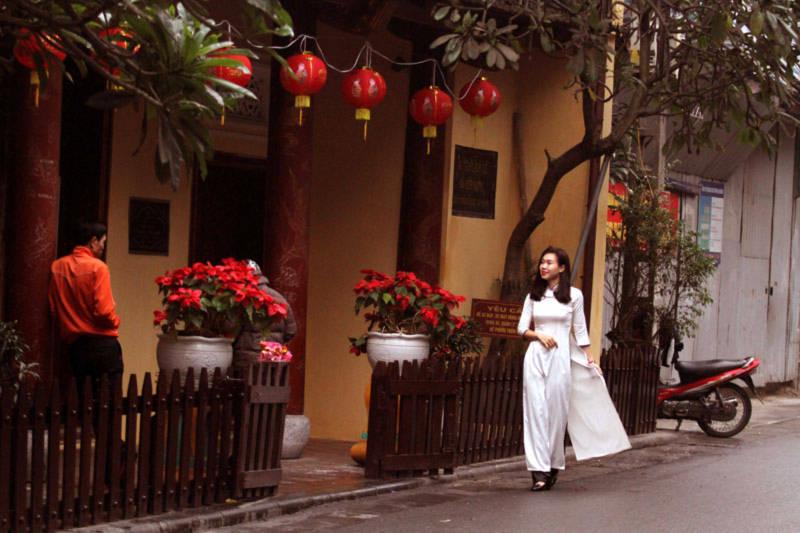 Hà Nội: Phố phường vắng lặng ngày mùng 1 Tết - Ảnh 7