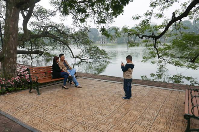 Hà Nội: Phố phường vắng lặng ngày mùng 1 Tết - Ảnh 2