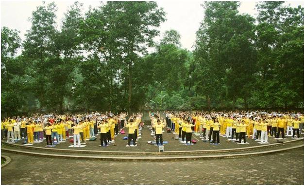 Các học viên Pháp Luân Công Việt Nam