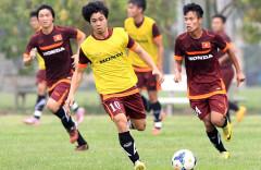 Như mọi tuyển thủ khác, Công Phượng (10) luôn nhận được sự ưu ái và bảo vệ của HLV Miura. Ảnh: VSI