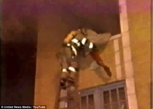 Cậu bé nhớ kiếp trước là phụ nữ chết trong một vụ cháy