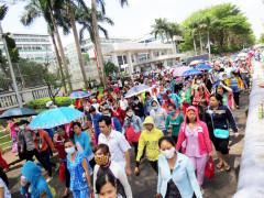 Hàng chục ngàn công nhân công ty PouYuen Việt Nam ở Quận Bình Tân TPHCM, bắt đầu đình công từ hôm 26/03/2015. Ảnh lao dong