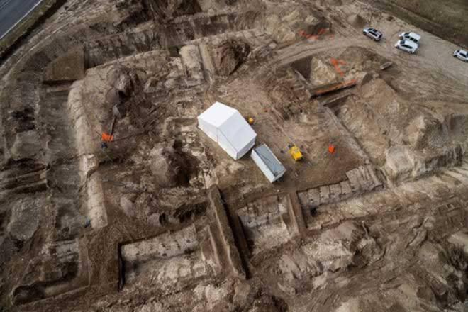 Ngựa xe, cổ vật trong lăng mộ 2.500 năm của hoàng tử ở Pháp