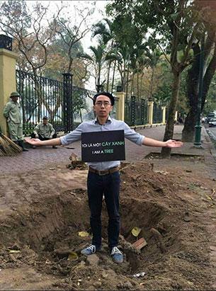 Người Hà Nội phản đối chặt cây xanh.