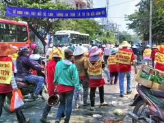Sáng ngày 20/4/2015, hàng trăm tiểu thương đã tuần hành, biểu tình yêu cầu không phá bỏ chợ Đầm Tròn.  danluan.org