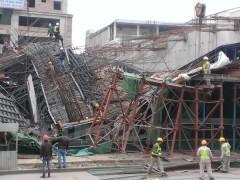 Hiện trường sự cố sụt xà mũ nhà ga tại công trường đường sắt đô thị Cát Linh-Hà Đông. Ảnh baodatviet