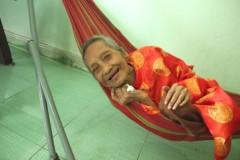 Cụ Nguyễn Thị Trù vẫn khỏe mạnh và tươi cười ở tuổi 122 trong bức ảnh mới chụp ngày 22/4 (Ảnh do Vietkings cung cấp - nld.com.vn)