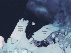 Một tảng băng khổng lồ (bên phải) đang trôi dạt từ từ về phía Lưỡi sông băng Mertz (Neil Young/Australian Antartic Division)