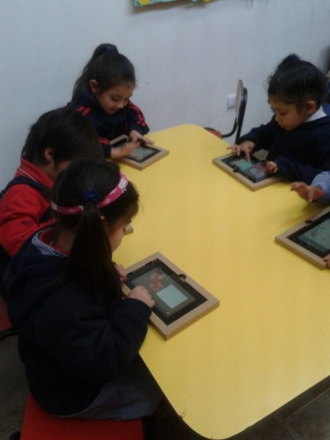 Even little pupils use tablets in some lesson plans. (abg_colegio, CC BY)